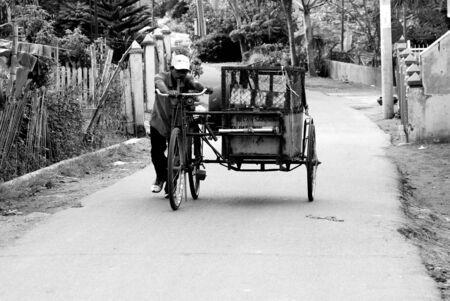 rickshaw trash photo