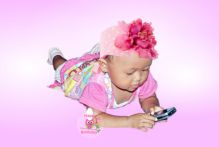 doctor s smock: Little girl playing phone