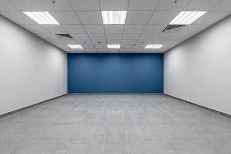 Modern symmetric image on white backdrop. Modern living room. Home house interior design. symmetric mpty architecture white room interior. office interior. Stok Fotoğraf