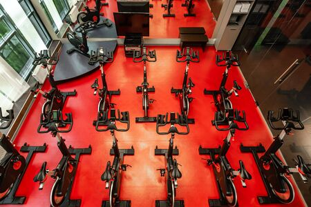 Stationary Spinning bicycles. Spinning class with empty bikes Stok Fotoğraf - 142500347