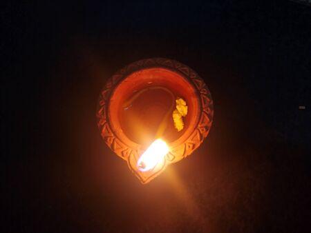 Traditional clay diya lamps lit during diwali celebration Zdjęcie Seryjne - 133359835