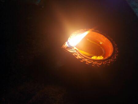Traditional clay diya lamps lit during diwali celebration Zdjęcie Seryjne - 133359840