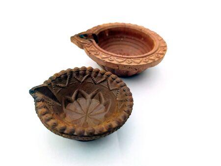 Traditional clay diya lamps lit during diwali celebration Zdjęcie Seryjne - 133359917