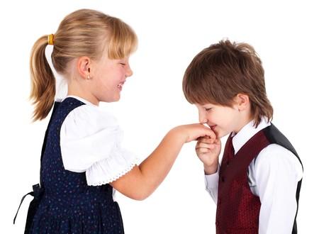 handkuss: Kleiner Junge kissing Hand, isoliert auf weißem Hintergrund