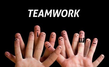 caras felices: Grupo feliz de smileys dedo 3 (tema de trabajo en equipo)