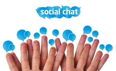 interaccion social: Grupo feliz de smileys dedo con burbujas de signo y discurso de charla social