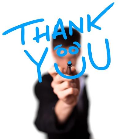 Junger Mann schreiben Dankeschön auf Whiteboard, Geringe Tiefenschärfe