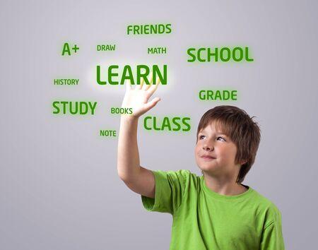niños estudiando: Niños tocando el botón LEARN en una pantalla táctil