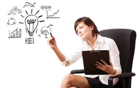 femme dessin: Jeune femme d'affaires tirant ampoule avec divers diagrammes et des graphiques sur tableau blanc isol� sur blanc Banque d'images