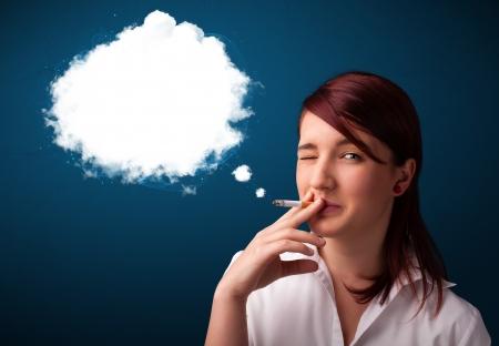 cigare: Pretty young woman smoking unhealthy cigarette with dense smoke