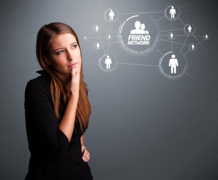 networking people: Chica joven atractiva en el mercado Red social moderna