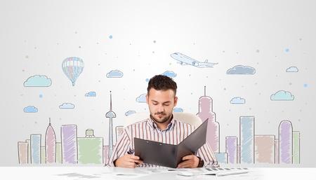 skyscape: Hombre de negocios atractivo joven con cielo ciudad-paisaje de fondo
