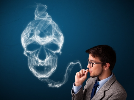 cigare: Handsome young man smoking dangerous cigarette with toxic skull smoke