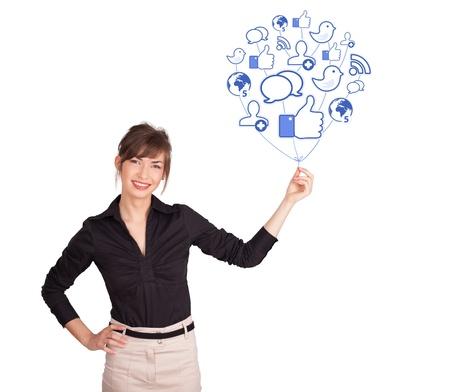 tempo: Jovem feliz que prende o ícone do balão sociais Imagens