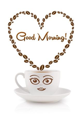 comida rica: Taza de caf? con granos de caf? en forma de coraz?n con el signo de buenos d?as, aislados en blanco