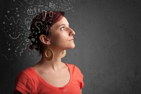 mujeres pensando: Chica joven que piensa con iconos abstractos sobre la cabeza