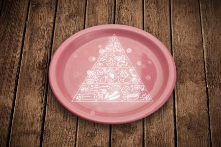 piramide nutricional: Dibujado a mano pir�mide de los alimentos en el plato de plato colorido y fondo sucio