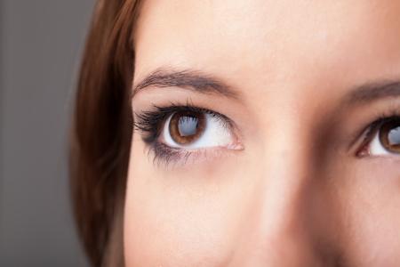 close up eye: Bellissimo ritratto di una bella ragazza close up degli occhi