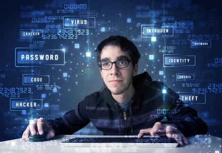 ハッカーがサイバー アイコンと記号の技術環境でのプログラミング