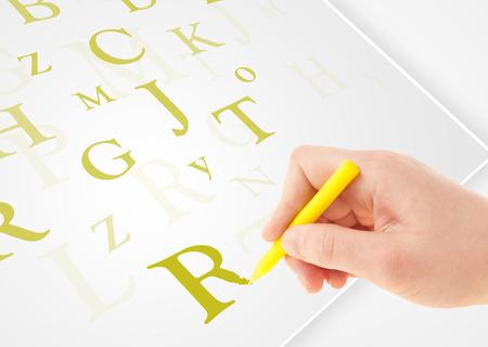 testament schreiben: Menschlichen Hand Schreiben verschiedener Buchstaben auf wei�em Normalpapier Lizenzfreie Bilder