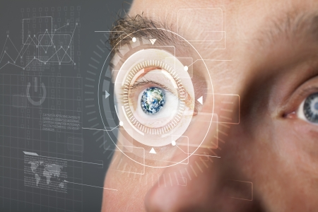 reconocimiento: Hombre cibern�tica moderna con los ojos mirando Technolgy