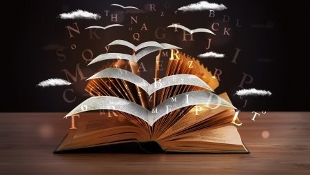ページと本の木製デッキに飛んで熱烈な手紙