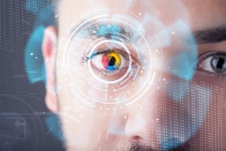 技術画面目パネルのコンセプトを持つ未来的な現代のサイバー男