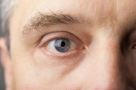 close up eye: Bellissimo ritratto di un uomo bello da vicino occhio Archivio Fotografico