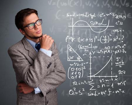 signos matematicos: Chico guapo joven de la escuela pensando en signos matem�ticos complejos Foto de archivo