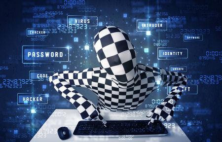 programing: El hombre sin identidad programaci�n en tecnolog�a ambiente con iconos y s�mbolos cibern�ticos Foto de archivo