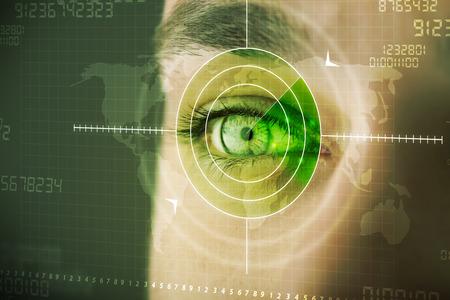 De moderne mens met cyber technologie doel militair begrip ogen Stockfoto