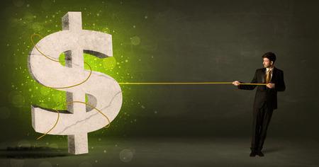 cash money: Hombre de negocios que tira de un gran signo de d�lar concepto verde sobre fondo Foto de archivo