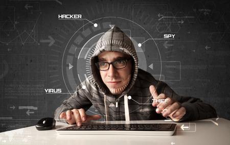 Junge Hacker im futuristischen Umgebung Hacker persönliche Informationen über Tech-Hintergrund Standard-Bild - 35915030