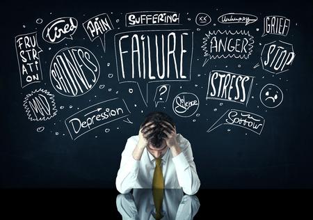 Junge depressiv Geschäftsmann sitzt im weißen gezogen Ärger dachte Boxen Standard-Bild - 37300670