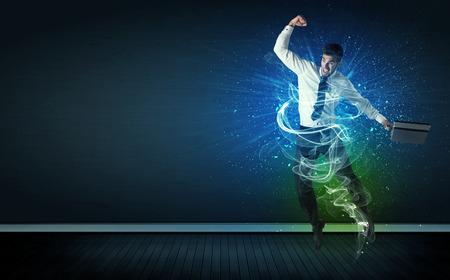Talentierte fröhlichen Geschäftsmann Springen mit glühenden Energie-Linien auf Hintergrund Standard-Bild - 37532272