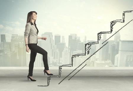 jeune fille: Femme d'affaires grimper sur le concept d'escalier dessin� � la main sur fond ville