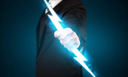 pernos: Hombre de negocios que sostiene rayo brillante en su concepto manos Foto de archivo
