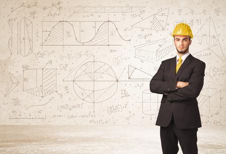 reunion de trabajo: Ingeniero guapo calcular con dibujado a mano del concepto del fondo