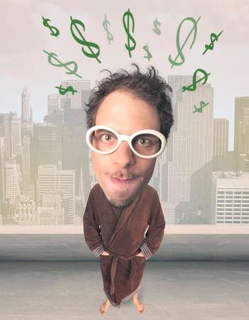 funny guy: Dr�le de type avec la t�te de grandes marques et tir�es de dollars sur elle Banque d'images