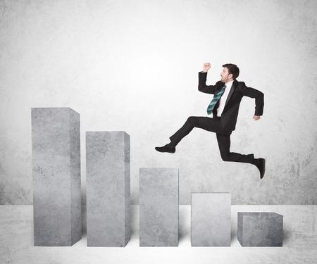 Erfolgreicher Geschäftsmann springen über Diagramme auf den Hintergrund Konzept Standard-Bild - 39816879