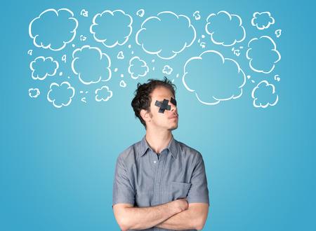 guardar silencio: Persona divertida con las nubes boca grabado y dibujado a mano alrededor de la cabeza