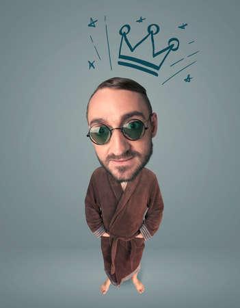 funny guy: Dr�le de type avec la grosse t�te et la couronne tir�e sur elle