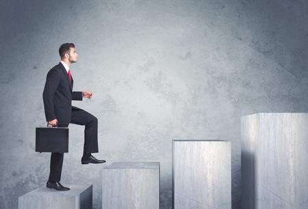 Geschäftsperson, die Intensivierung der eine Treppe Standard-Bild - 44480495