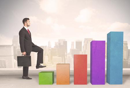 escalera: Persona de negocios que sube para arriba en colorido pilares gráfico concepto de fondo de la ciudad
