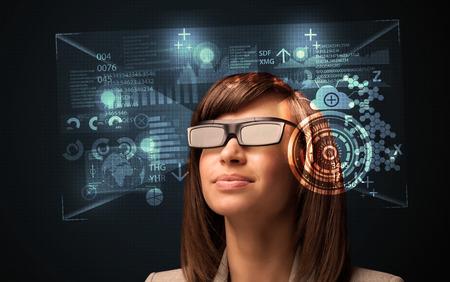 미래의 스마트 하이테크 안경 개념을 찾고 젊은 여자