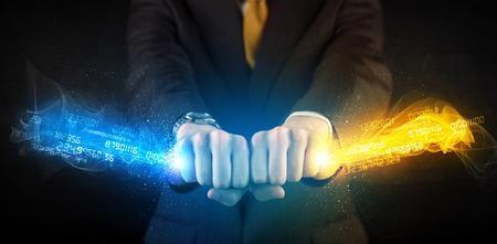 Man met kleurrijke gloeiende gegevens in zijn handen begrip Stockfoto