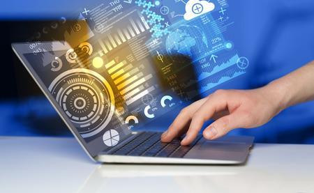 digitální: Moderní notebook s technologií budoucnosti symboly médií