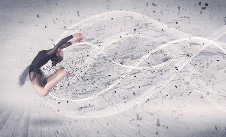 Performance-Ballett-Tänzerin Springen mit energie explosion grungy Teilchen-Konzept auf den Hintergrund