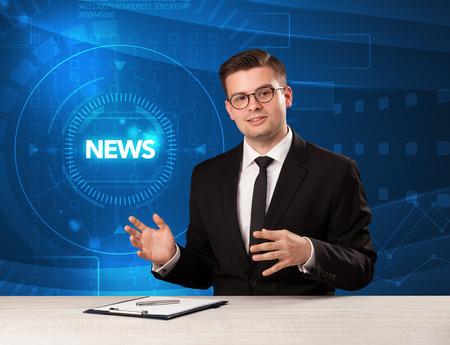 reportero: presentador de Televisión moderna diciendo la prensa con el fondo del concepto de tehnology Foto de archivo