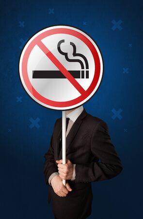 スマート実業家喫煙グラフィックなしの丸い印を押し